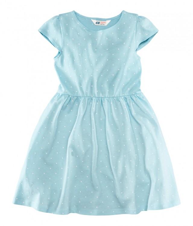 Ljusblå prickig klänning